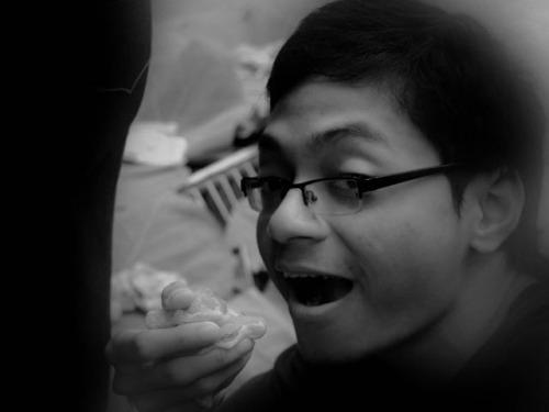 walaupun makan daging mentah, tetap aja bersyukur dan makan dengan tersenyum :)