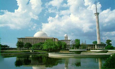 Pemandangan Indah di Masjid Istiqlal. Sumber : rosadaras wordpress
