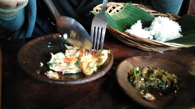 egg gombal-gambul at spesial sambal