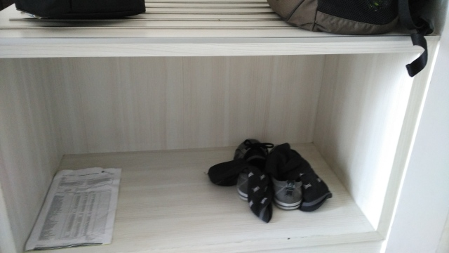 Ada tempat sepatunya juga. Lumayanlah, jadi rapi.